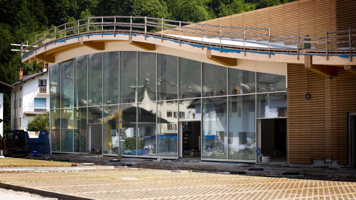 facciata esterna del nuovo supermercato di agordo in cantiere